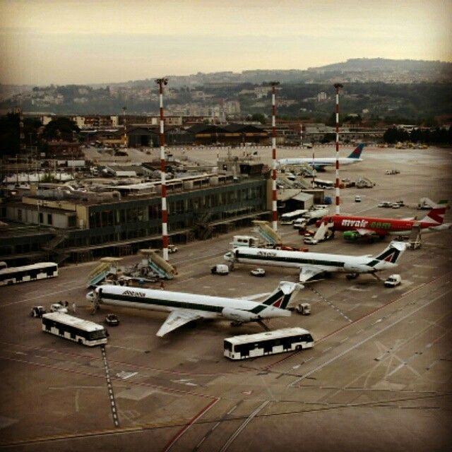 #Aeroporto di #Napoli #Capodichino... 10 anni fa circa. Foto scattata... al volo!  #Naples #Napl #Napoles #Neapol #partenope #napolidavivere #foto_napoli #napolipix #seidinapoli #NaplStateOfMind #InstaNapoli #scattanapolicontest #ig_napoli #igersnapoli #Campania #ig_campania #ig_regionecampania #igerscampania #SouthItaly #Sud