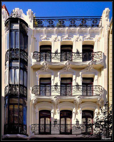 Casa de Pérez Villaamil. Edificio modernista en la plaza de Matute