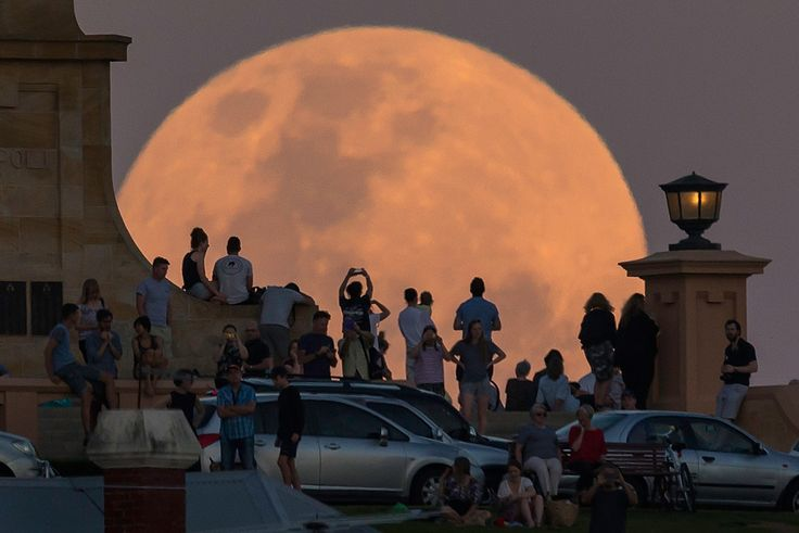 Crowds look on as the supermoon rises behind the Fremantle War Memorial at Monument Hill on November 14, 2016 in Fremantle, Australia.