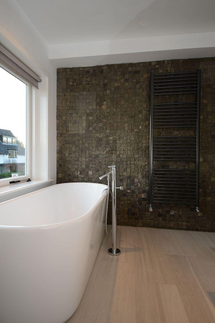 17 beste afbeeldingen over jaren 30 badkamer op pinterest kleine badkamer make overs ramen en - Moderne badkamer met ligbad ...