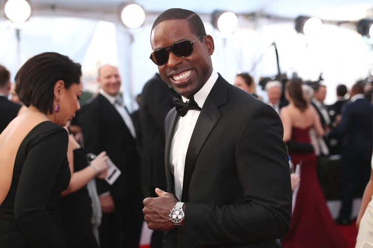 Well, hello there, Sterling K. Brown. (Photo: Christopher Polk, Getty Images for TNT)    Talk about hot!  Is that you, Sterling K. Brown, showing off those hard abs?  It is!  Looks like the actor, who won an Emmy for his portrayal of Christopher Darden in FX's The People v. O.J.... http://usa.swengen.com/sterling-k-brown-posts-shirtless-selfie-revealing-buff-body/