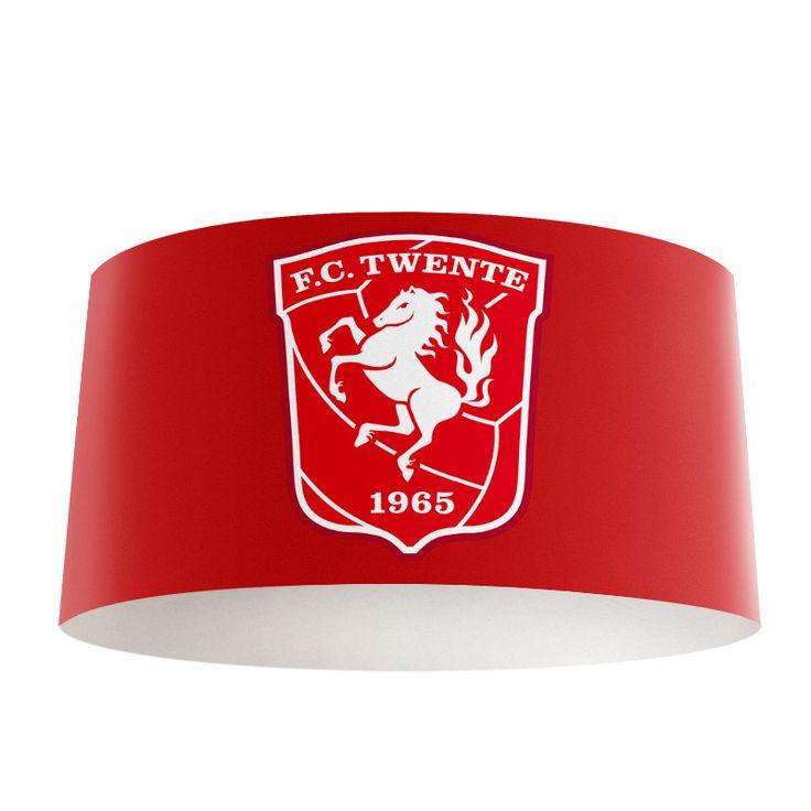 Lampenkap FC Twente | Bestel lampenkappen voorzien van digitale print op hoogwaardige kunststof vandaag nog bij YouPri. Verkrijgbaar in verschillende maten en geschikt voor diverse ruimtes. Te bestellen met een eigen afbeelding of een print uit onze collectie.  #lampenkap #lampenkappen #lamp #interieur #interieurdesign #woonruimte #slaapkamer #maken #pimpen #diy #modern #bekleden #design #foto #fctwente #twente #rood #embleem #logo #club #supporter #voetbalclub #sport #jongenskamer
