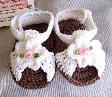 Hermosas sandalias tejidas a mano. : Estas sandalias son ideales para tu pequeña princesa!    Hay tambien en rosa con blanco, durazno y blanco y naranja y blanco.    Les queda desde 1 mes hasta 8 meses aproximadamente.    El precio es de $250 pesos   babyzone