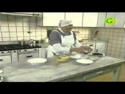 TORTA SELVA NEGRA PARTE I.-  Torta Selva Negra con la hermana Bernarda - Parte 1 de 2 - YouTube
