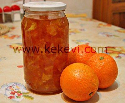Malzemeler: 1 kilo portakal 6 su bardağı tozşeker 2buçuk su bardağı su 2 kaşık limon suyu Yapılışı: Portakalların kabuklarını beyaz kısmına gelmeden rendenin kalın yerinden rendeleyin. Kabukları üs…