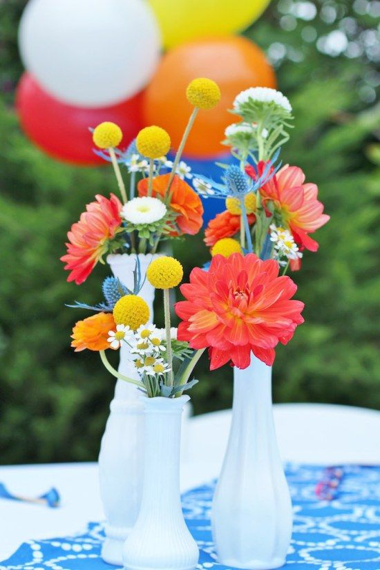 primary-color-birthday-party flowers