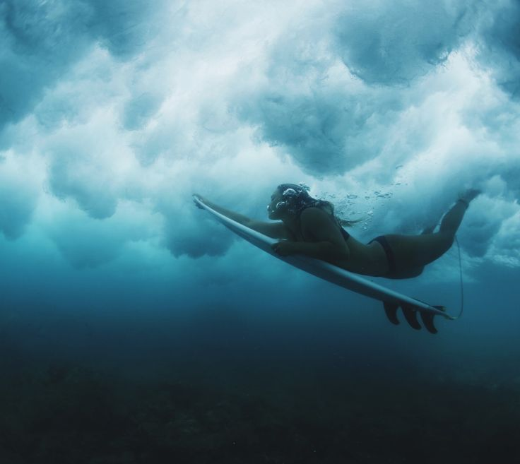 Our favorite type of Monday b l u e s || Duck dives with our gal Alessa Quizon