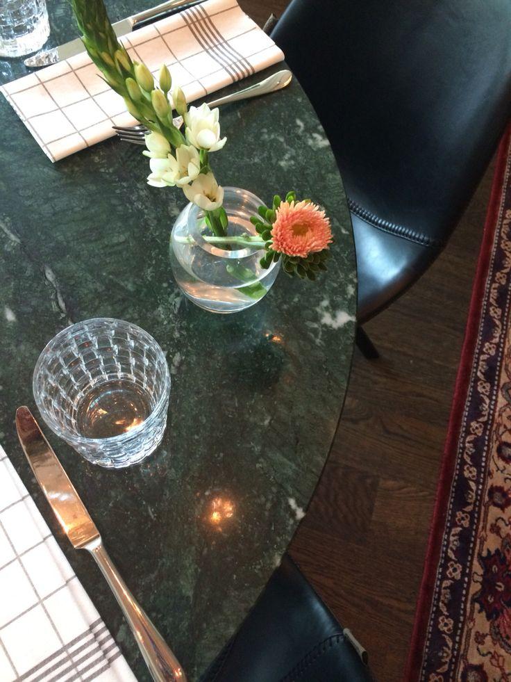 Green table @gymandgin