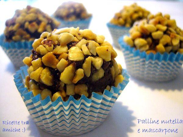 Palline nutella e mascarpone . Le palline di nutella e mascarpone sono dei deliziosi dolcetti facili da fare che fanno gola ai grandi e ai piccini