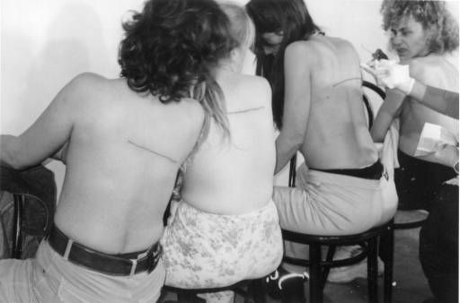 Santiago Sierra. 160 cm Line Tattooed on 4 People El Gallo Arte Contemporáneo. Salamanca, Spain. December 2000