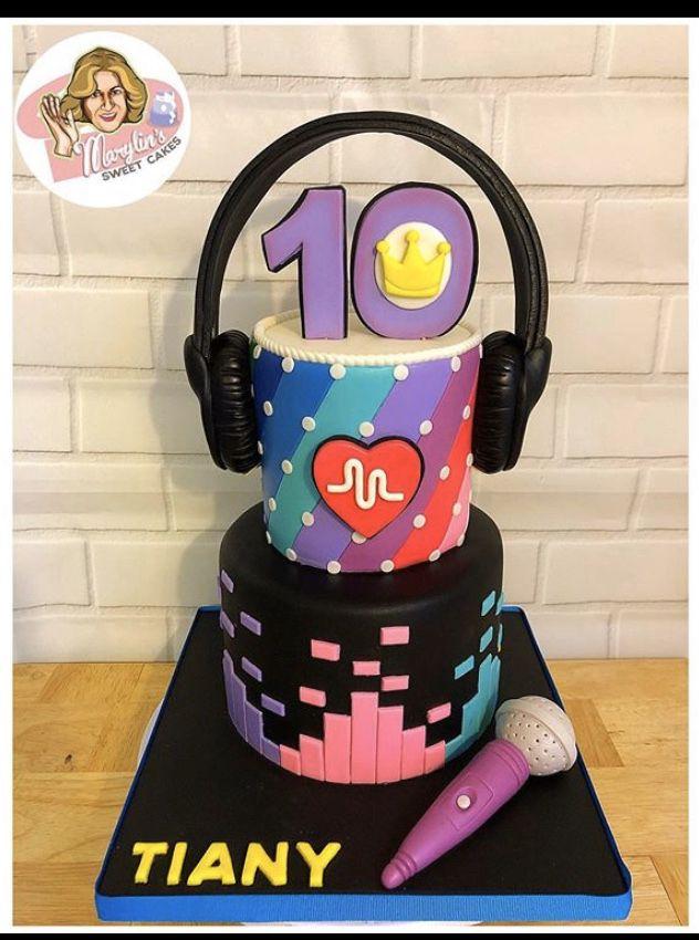 tiktok cake in 2020   14th birthday cakes, Birthday cakes ...   Tiktok 10th Birthday Cake