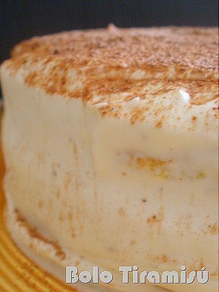 Este foi o bolo de aniversário que fiz para oferecer à minha irmã.  A receita é do maravilhoso blogue Baunilha e Caramelo .  Foi uma ópti...