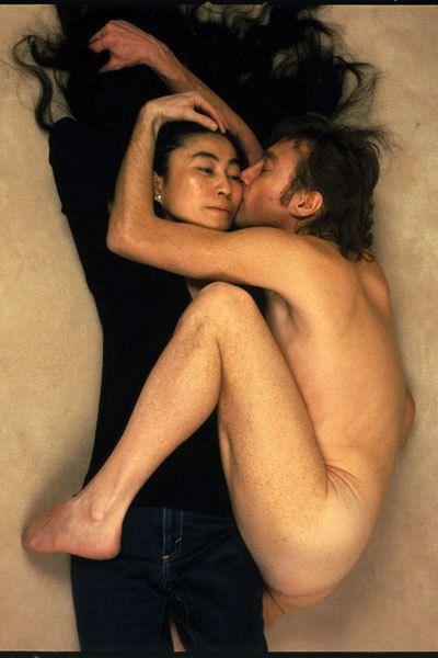 GOODBYE kiss, Yoko & John, shot by Annie Leibowitz for Rolling Stone Magazine. #famous #photography