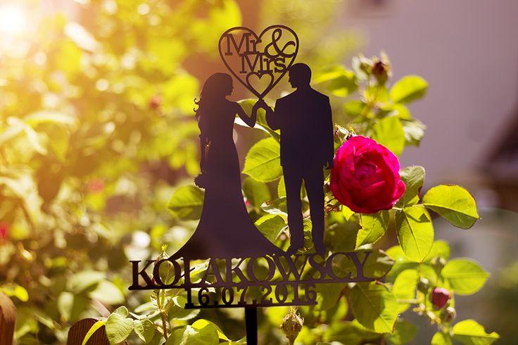 #topper z czarnej #plexi #dekoracja #ślubna #ślub #wesele #caketopper #tort #para #mr&mrs