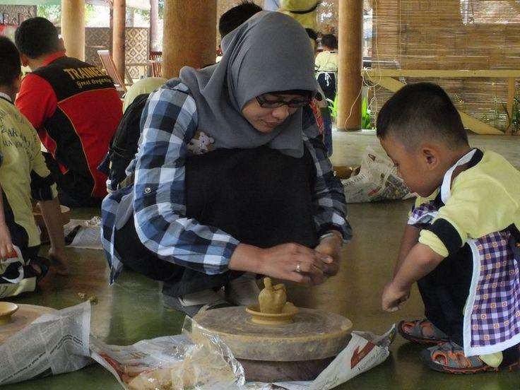 Kegiatan Pelatihan Keramik dan Outbound TK Ar-Rayhan, Bekasi di Citra Alam Lakeside, Situ Gintung, Ciputat.