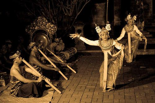 Gambuh dance  pinned from Bali Je t'aime Villas - Google+ https://plus.google.com/+BaliJetaimeVillasKuta/posts/WwAPqzqAhbq