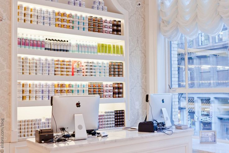 CurlsUnderstood.com Salon Directory for NATURAL CURL HAIR: http://curlsunderstood.com/category/salons/