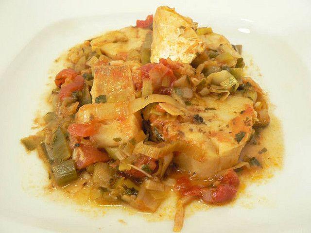 Για όσους λατρεύουν τον μπακαλιάρο μια συνταγή από εμάς Μπακαλιάρος παστός με πράσα.