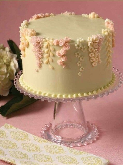 This would make a beautiful wedding or anniversary cake.  Just more layers for a wedding cake. #WeddingCakes