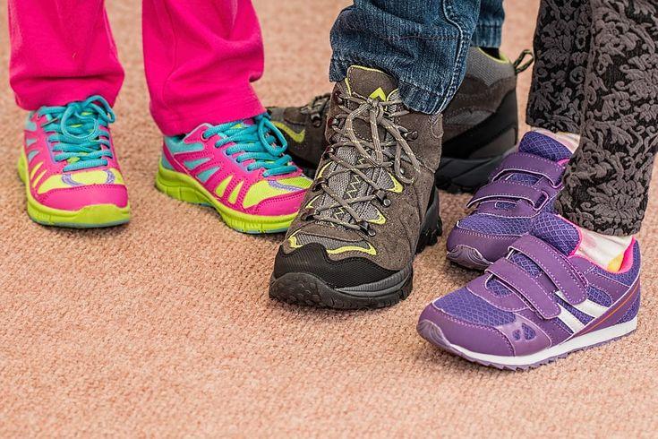 Chcesz kupić wygodne, ale także dobrze wyglądające buty dziecięce? Cenisz sobie komfort, wygodę i chcesz zaoszczędzić przy tym swoje pieniądze? Nic prostszego – sprawdź ofertę dostępną w naszym sklepie internetowym a na pewno znajdziesz coś interesującego :)
