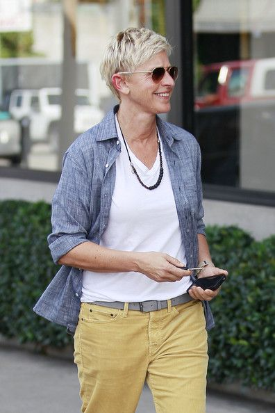 Ellen+DeGeneres+On+Her+Show | Ellen DeGeneres Photos - Ellen DeGeneres Steps Out with Her iPhone5 ...