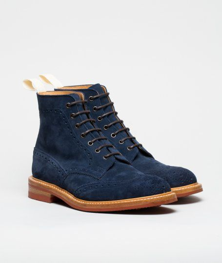 Loving these blue suede brogue boots, just be careful in the British weather!
