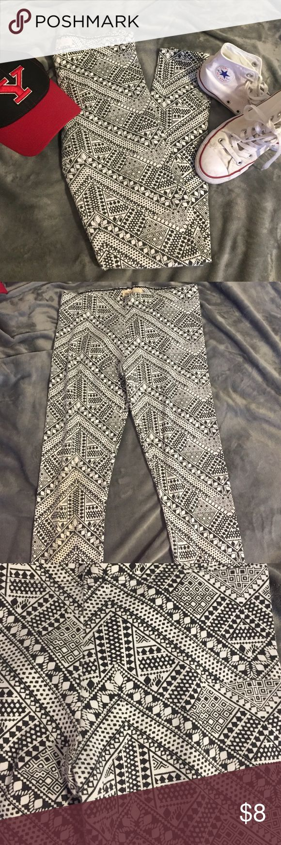 Hollister Tribal Print Leggings Hollister tribal print leggings that are a fashion statement! Cotton leggings that make them super comfy- lightly used with lots of room left for love! only slight sign may be a little fading but it's unnoticeable to me! Hollister Pants Leggings