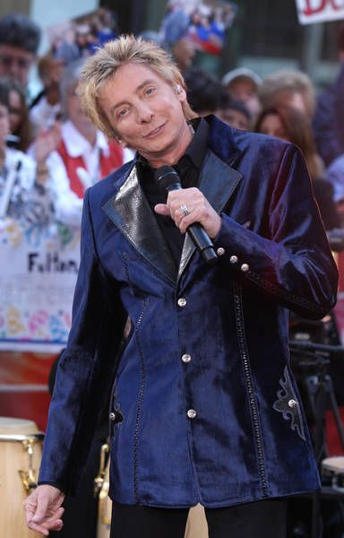 barry manilow photos 2014   Barry Manilow attending Barry Manilow Performs on Nbc's Today Show ...