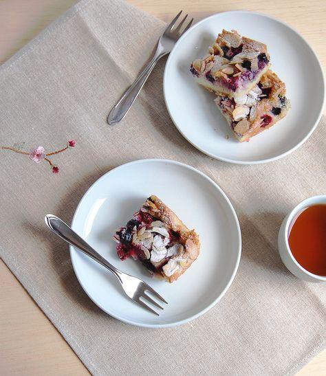 Technicolor Kitchen: Bolo de amêndoas e frutas vermelhas