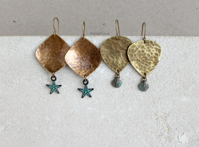 Orecchini con elementi in ottone e ottone similoro, ciondoli in metallo con patina; Earrings with elements in brass and gold bronze, metal charms cover with patina #summer #handmade #jewelry #boho #style #sea #seaside #sealife #holidays #travel #wanderlust