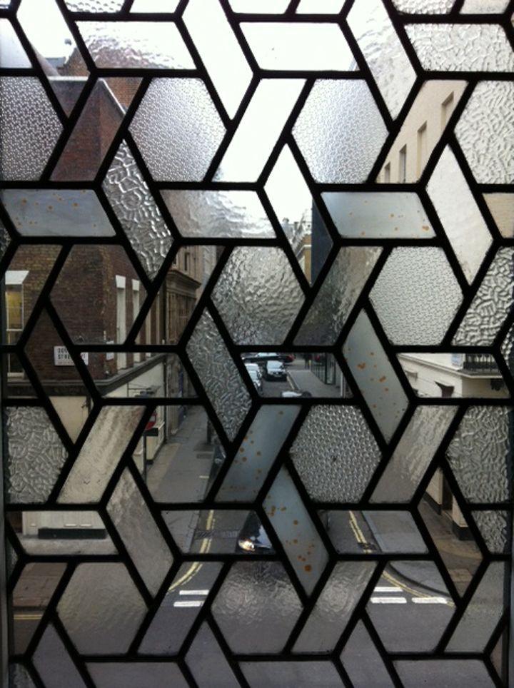 EN LONDRES - glass window pane metal etched translucent patterned