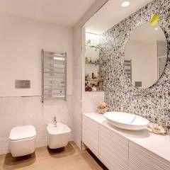 LA CASA DI MAMMA: Bagno in stile in stile Moderno di MOB ARCHITECTS