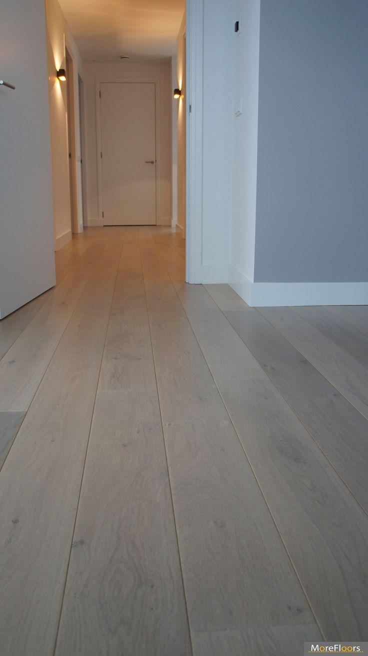 MoreFloors vloeren Breda - Europees eiken vloer machinaal geolied 18 cm breed white wash overloop aansluiting trap