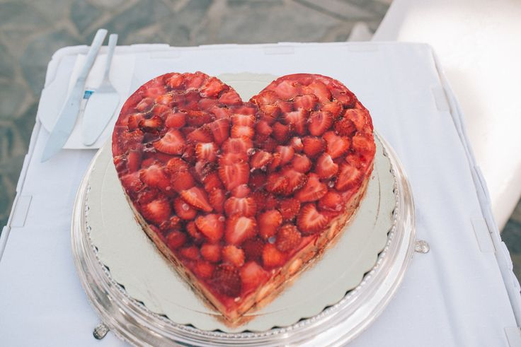 Lactose-free strawberry wedding cake by Moments www.weddingincrete.com