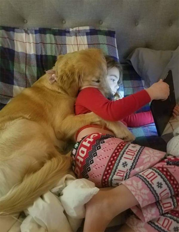 Dog And Girl Spooning Cute Animals Cute Baby Animals Cute Dogs And Puppies