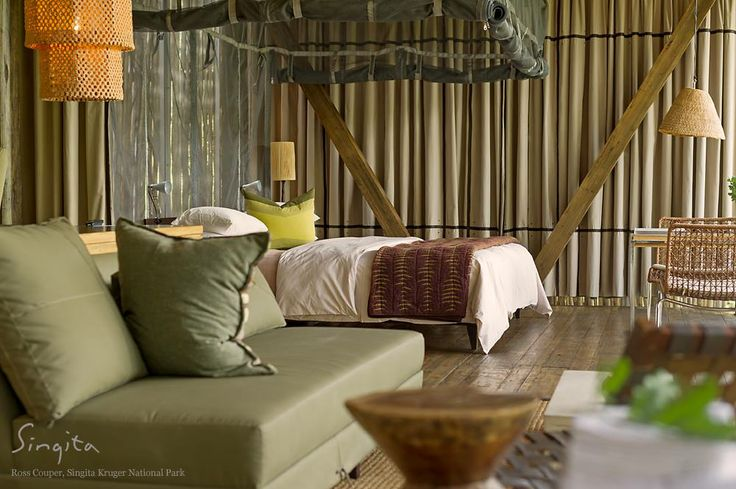 Organic textures and colours create a naturally intimate setting at Singita Sweni Lodge. (Ross Couper, Field Guide @ Singita Kruger National Park)