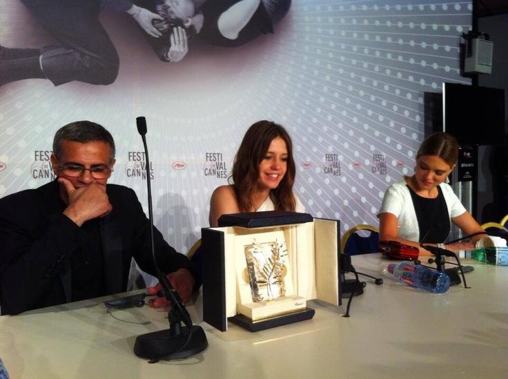 Le cinéaste franco-tunisien #AbdellatifKechiche lauréat de la Palme d'Or du Festival de #Cannes2013 pour la Vie d'Adèle.
