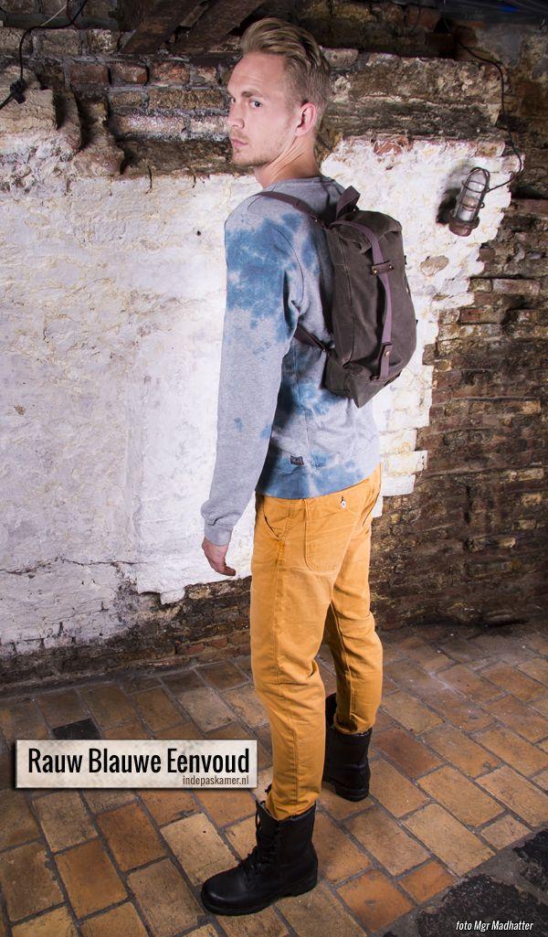 """Rauw+zonder+poespas.+Dat+is+de+look+of+the+day+vandaag.+Op+de+lichtgrijze+Scotch+&+Soda+trui+staat+heel+simpel+de+tekst+""""blauw""""+geschreven.+De+eenvoud+van+deze+look+is+compleet+door+er+een+verwassen+gele+Scotch+&+Soda+jeans+en+zwarte+kisten+van+de+Dumpstore+onder+te+dragen.+<a+href=""""http://www.indepaskamer.nl/day-rauw-blauwe-eenvoud/#more-""""+""""+class=""""more-link"""">more+»"""