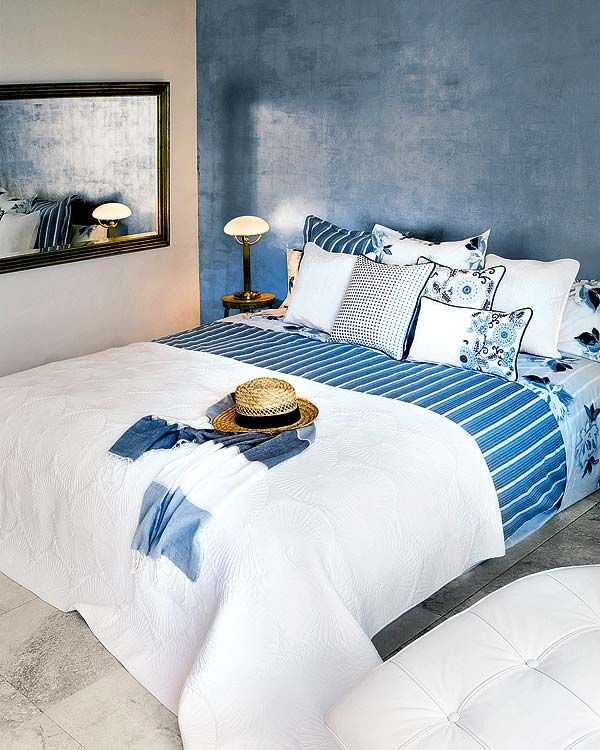 love the blue on the wall