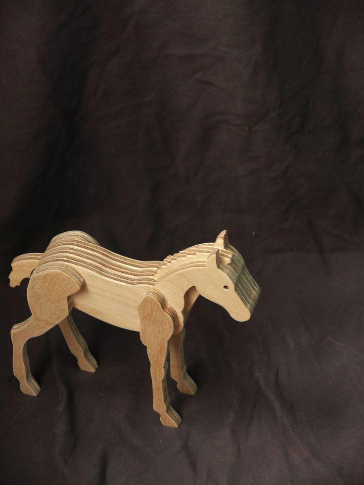Houten paard zal een aardige toevoeging aan uw collectie en verbazingwekkende gift van de verjaardag! Houten paard bestaat uit vijf lagen van multiplex. Het paard heeft een beschermende bovenlaag van een acryl waterbasis lak. Houten paard afmetingen: lengte - 5.3 (135 mm), hoogte - 5.0 (127 mm), dikte - 1.3 (32 mm). Het ontwerp is beschermd met vernis. Dit object moet worden gereinigd met een vochtige doek en is niet vaatwasser proof. Fijn dat je even rondkeek