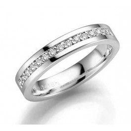 Ståtlig förlovnings/vigselring i 18k vitguld från Schalins från serien Norrsken. Med 15st diamanter på totalt 0,15ct, kvalitet Wesselton/SI. Bredd 4mm, höjd 1,9mm.