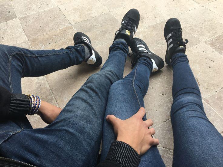 constantemente Amigo Árbol de tochi  Couple. Relationship goals. Matching shoes. Adidas | Couple shoes  photography, Couple shoes matching, Couple shoes