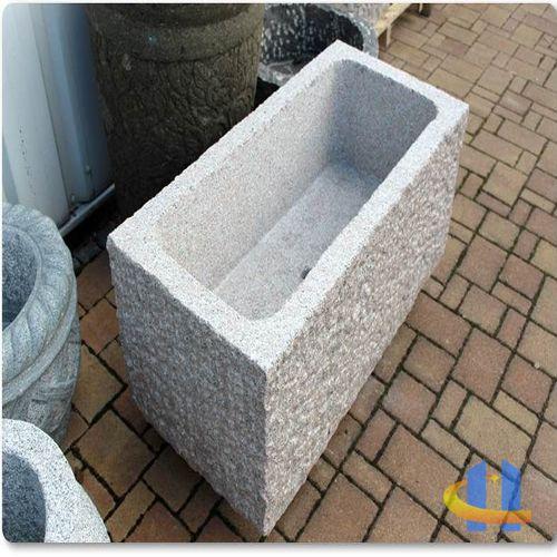 Steintrog aus Granit Brunnentrog Wassertrog