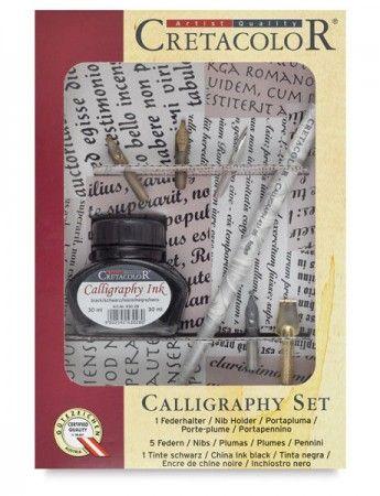 Kalligráfia – Cretacolor Calligraphy Tollkészlet kiegészítőkkel - 5db tollszem - általános rajzhegy, poszterhegy, rediszhegy 1db tollszár - kézzel festett 1db tus - 30ml, fekete