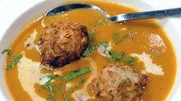 Mulligatawny Suppe mit Mini-Zwiebel-Bhajis