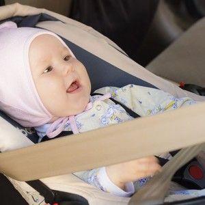 Un siège voiture pour bébé est indispensable pour voyager en toute sécurité, mais quel modèle choisir entre un siège coque cosy et une nacelle ?