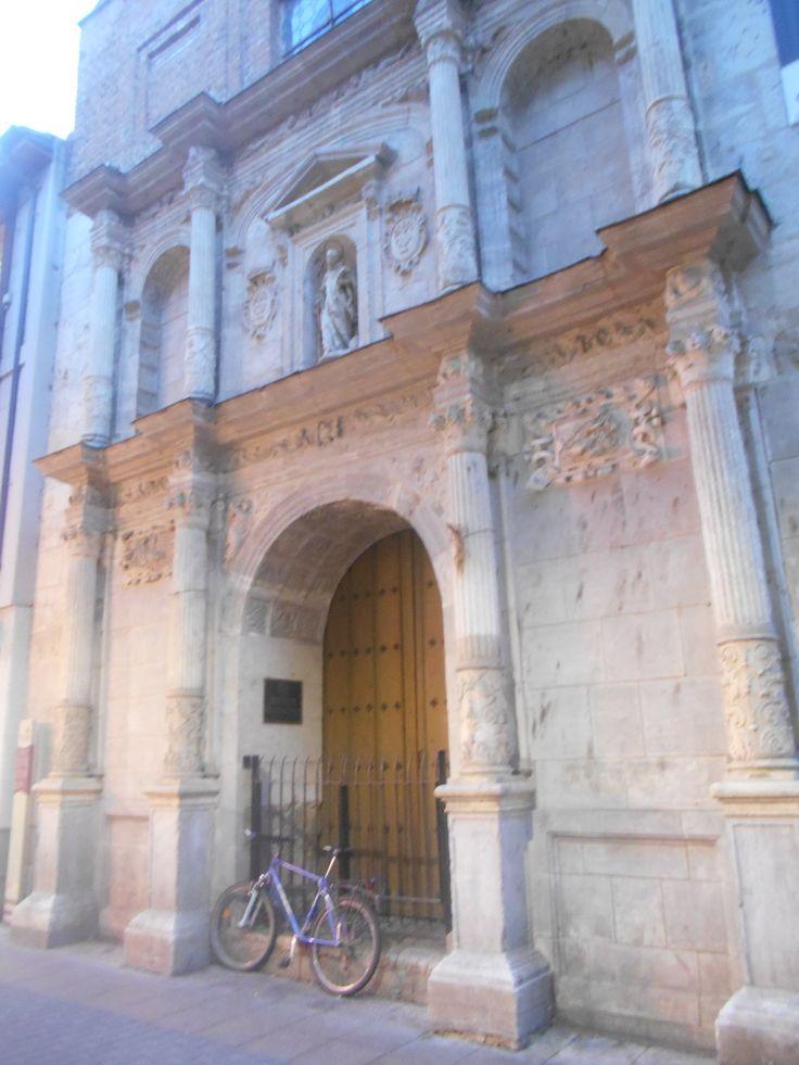 Portada plateresca Iglesia de San Bernardo, único elemento superviviente de esta iglesia