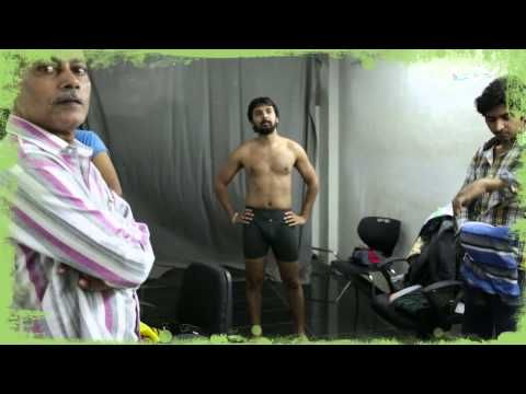 'Idris ki chaddi ka raaz kya hai?'  Watch this video and find out what made Namit's costume a spotlight of the movie.