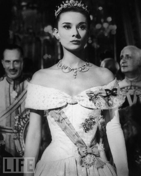 """Audrey, the Movie Princess  Hepburn stars as Princess Ann in the classic 1953 romantic comedy """"Roman Holiday."""" """"I never thought I'd land in pictures with a face like mine,"""" she said.Comedy Romans, Hepburn Royal, Romans Holiday, Classic Beautiful, Audrey Hepburn, Movie, Romantic Comedy, 1953 Romantic, Classic 1953"""