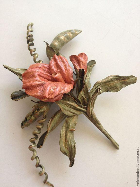 Купить Брошь из натуральной кожи - горошек, брошь цветок, брошь ручной работы, брошь из кожи